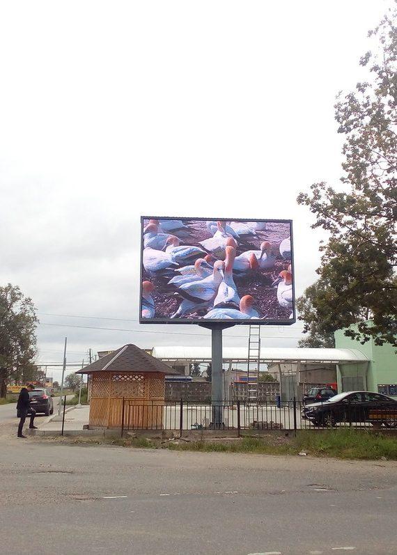 светодиодный экран на опоре