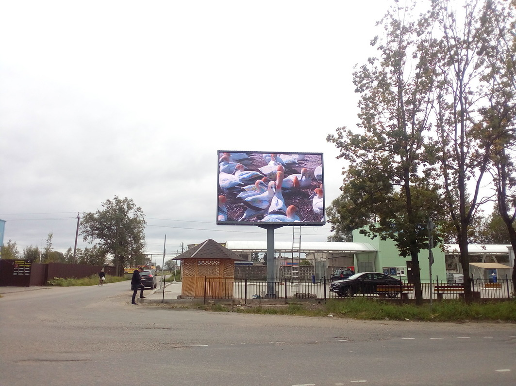 уличный светодиодный экран на опоре